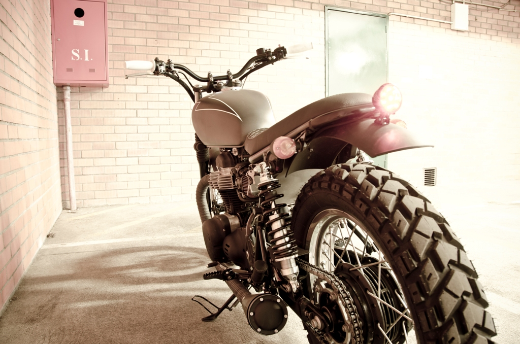 Return of the Cafe Racers - Wrenchmonkees Kawasaki W650 Mistress