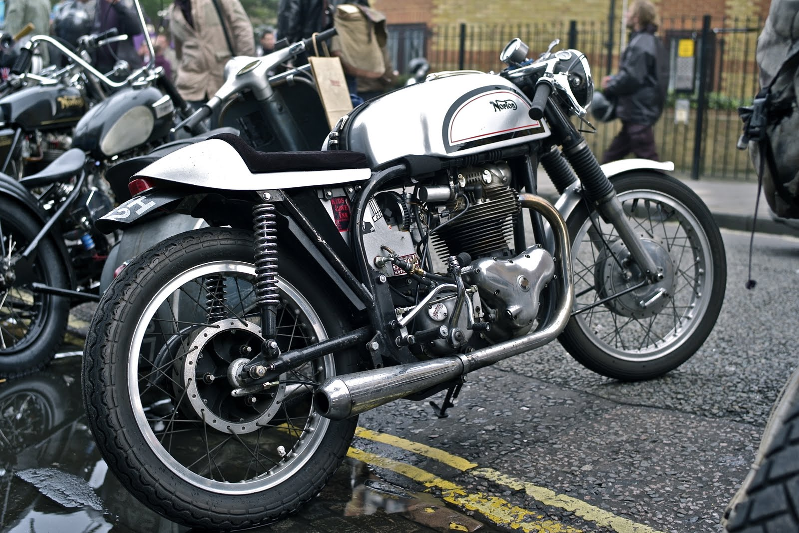 Return of the Cafe Racers - Norton Cafe Racer