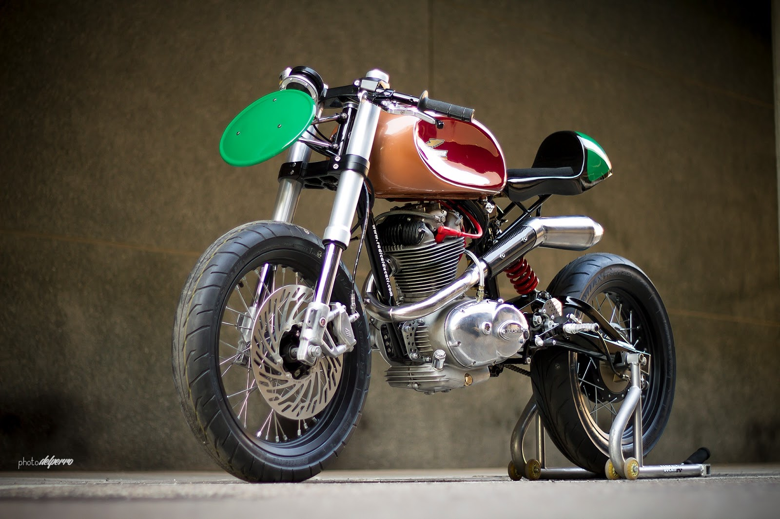 Return of the Cafe Racers - Ducati 125 TS Radical F3