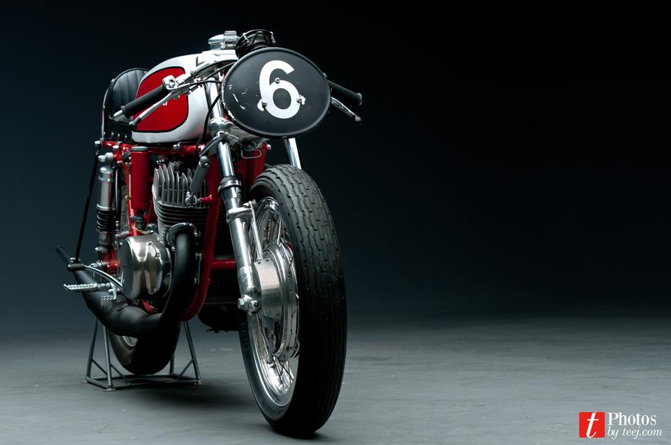 Return of the Cafe Racers - Suzuki T500 by TJ