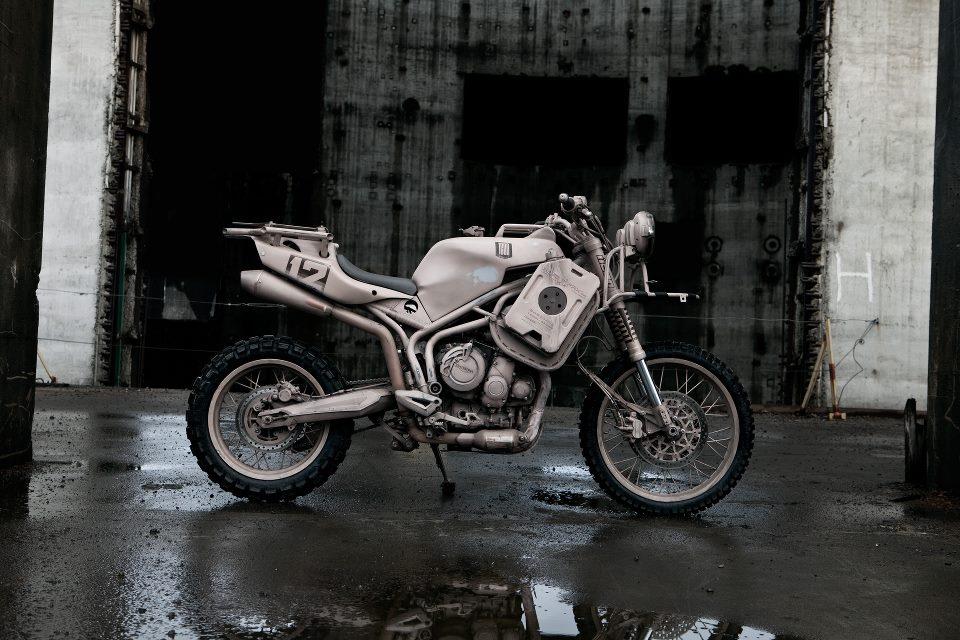 Return of the Cafe Racers - ICON 1000 Tiger 800XC Dromedarii