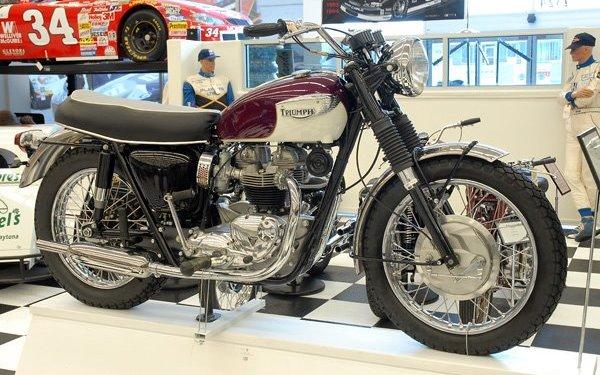 Return of the Cafe Racers - Stece McQueen's 1967 Triumph T120R Bonneville